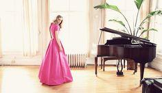 ドレスとピアノの部屋